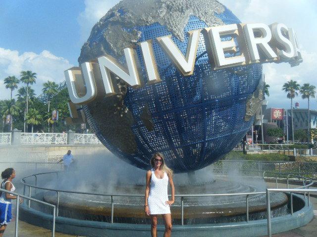 < Universal >