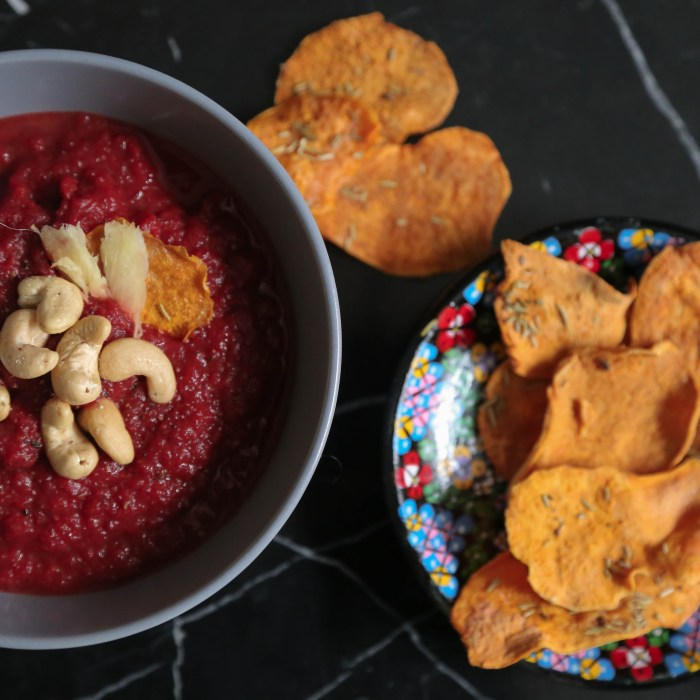 Beetroot/ Sweet potatoe soup with selfmade chips