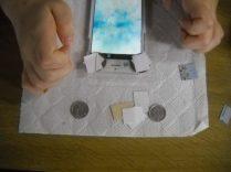 1円玉、5円玉、10円玉、厚紙、不要になったポイントカードなどでピント合わせ