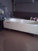 寝たまま入浴できる、浴槽。