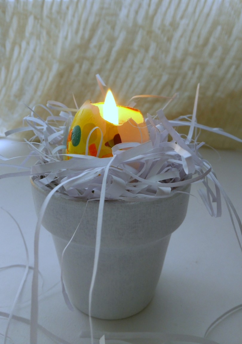Learn how to make Marbleized Egg Shell Candles - Easter decor