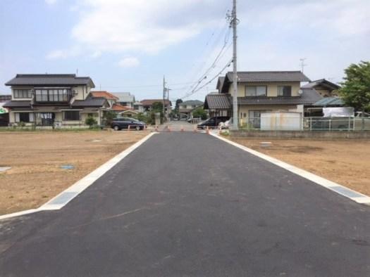 分譲地内の開発道路(幅員6m)南から北側に撮影 R1.6.19撮影