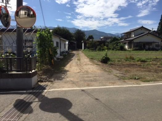 対象地の接する南側の道路(未舗装)R.1.10撮影