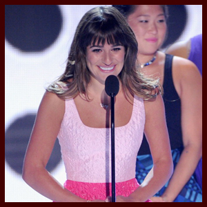 """Lea Michele & """"Glee"""" Cast Give Touching Speech Honoring Cory Monteith at 2013 Teen Choice Awards"""