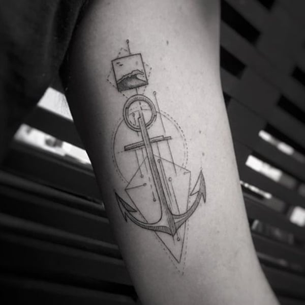 tatuaggio ancora geometrico