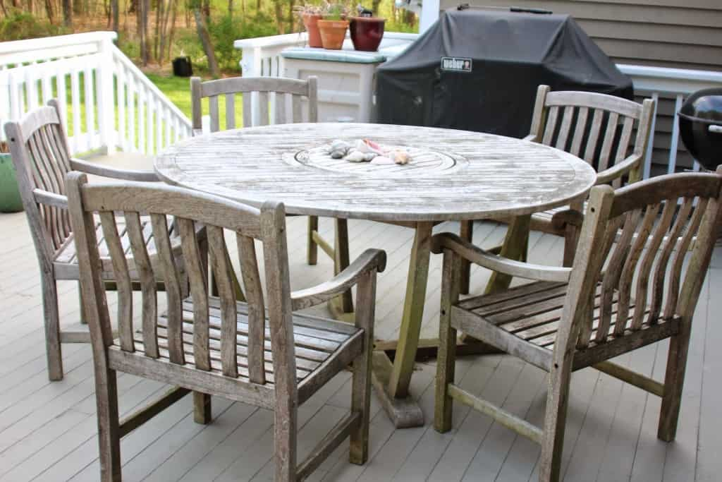 sealing outdoor teak furniture