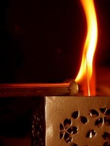 キャンドルサービス中、点火の瞬間。いつまでもお幸せに
