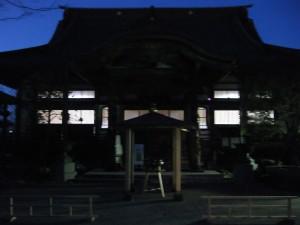 この日お邪魔させていただいた禅寺。お寺の夜のたたずまいが好きです。