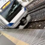 常磐線の新型車両。東北本線って、ふつう 2 両編成なんです。やっぱり関東は人が多いんですね。電車のボタンも押さなくたって扉が開くし…。