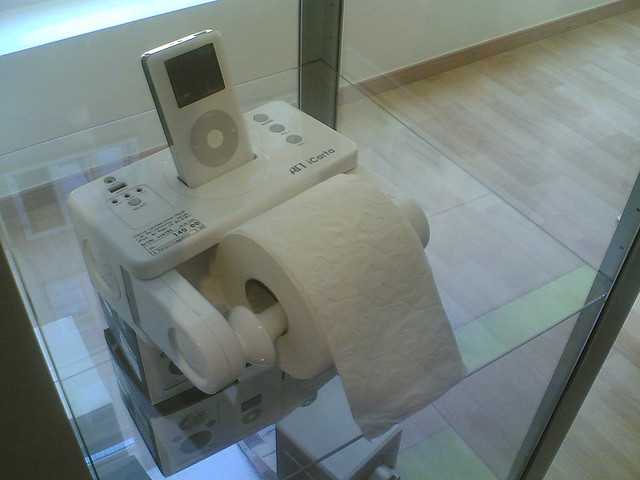 Toilet Roll Dispenser Is Weirdest Ipod Dock Yet Shinyshiny - Icarta-ipod-dock-and-toilet-roll-dispenser