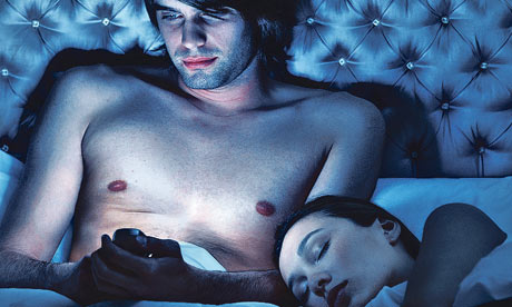 4man-using-a-mobile-phone-in-bed.jpg