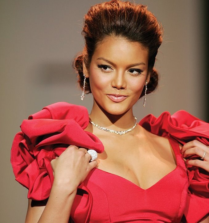 Red clothes make you more attractive, according to science.