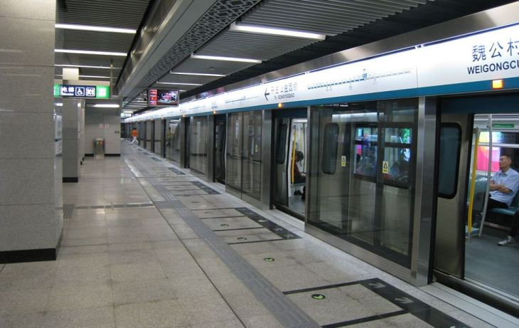Free ebooks are available to download on the Beijing subway.