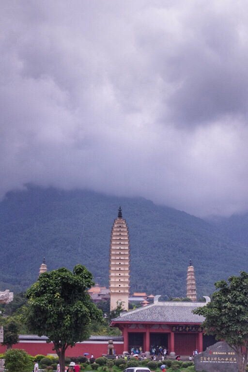 three-pagodas-of-chongsheng-temple