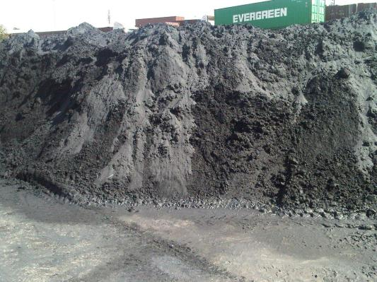 bulk chrome ore before packing in container