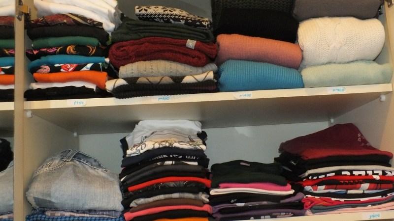 סידור ארון בגדים - בגדים קצרים
