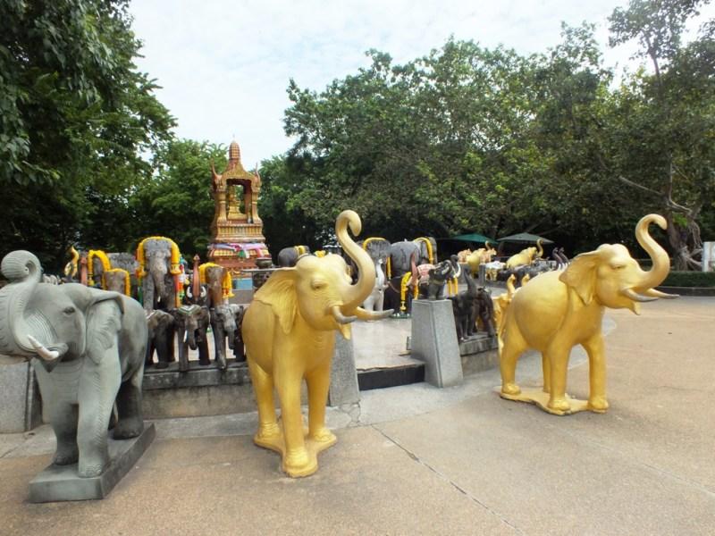 פסלי פילים בפוקט
