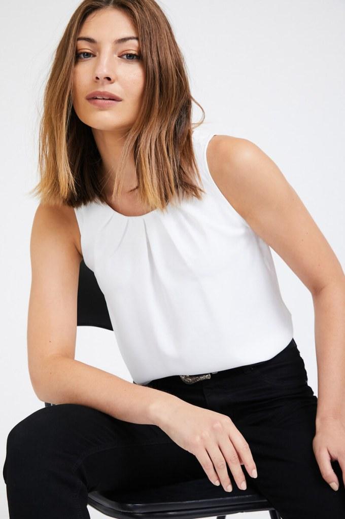 חולצת קפלים לבנה - מה ללבוש לחג