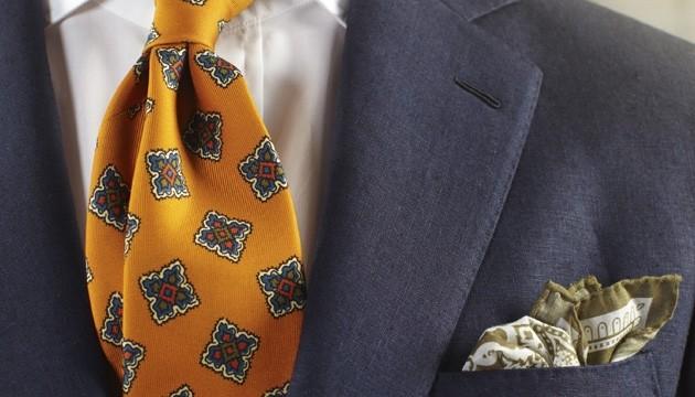 Klassiska Drakes nyanser på slipsen.