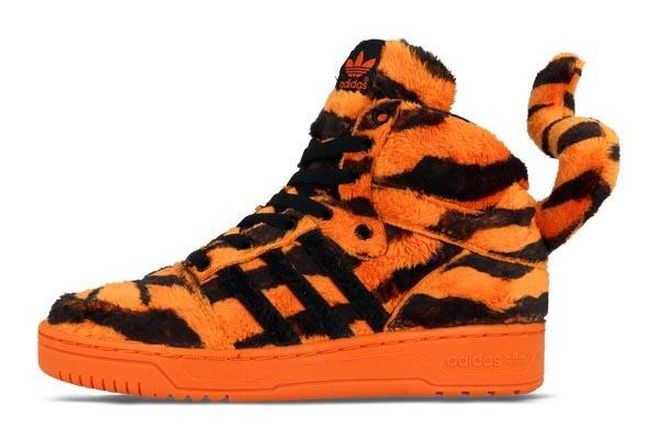 Adidas Jeremy Scott sneakers back in stock! Alles over de wings sneakers van Adidas Jeremy Scott 3.0: back in stock! Je kunt ze weer shoppen.