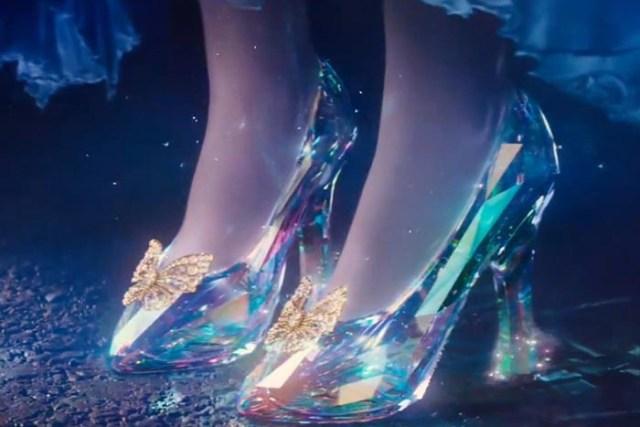 Disney brengt Assepoester's glazen muiltjes tot leven. Alles over Walt Disney die de glazen muiltjes van Assepoester tot leven gaan brengen. Lees nu.