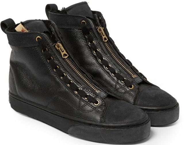 De schoenen voor 2015 maar dan voor de heren. Sneakers voor de heren. Schoenen 2015: Balmain, Balenciaga, Rick Owens high tops en low tops. Bekijk nu.
