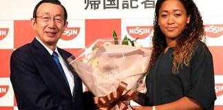 安藤宏基CEO(㊧ 日清食品ホールディングス)と大坂なおみ選手