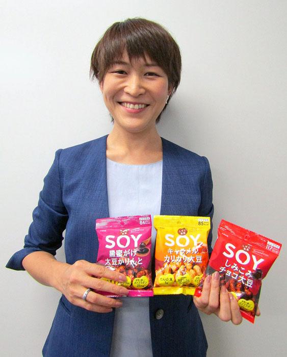 「サプリではなくお菓子で栄養と元気を」と語る光井麻優香PM(大塚食品)