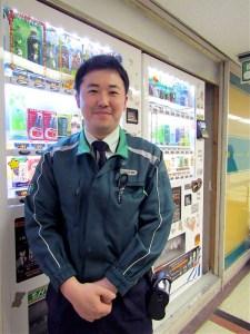 東京・大手町のオフィスビルを担当する佐藤敦彦グループリーダー(伊藤園)