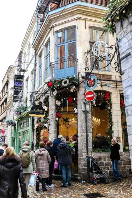 a large queue outside the aux merveilleux de fred in vieux lille