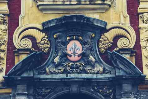 building details above the main entrance to the vielle bourse de lille