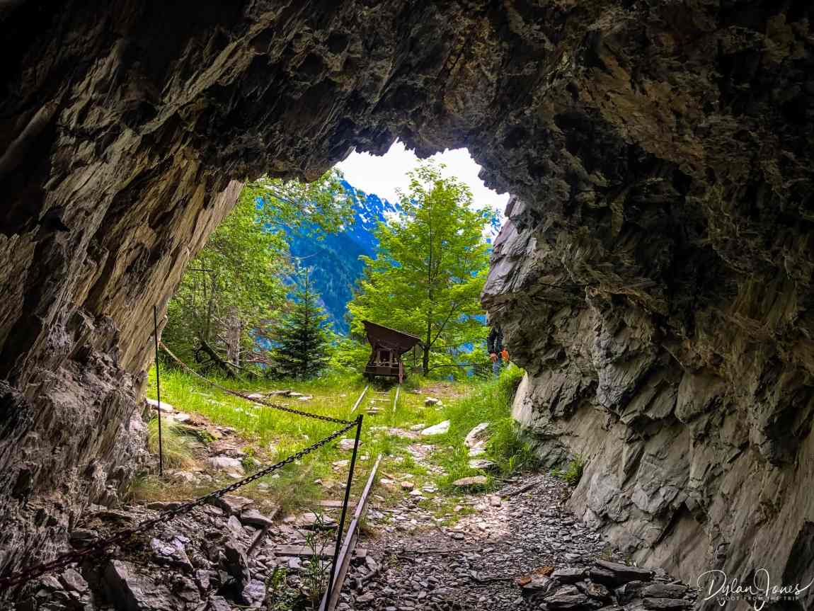 Looking out of the Mont-Chemin mine