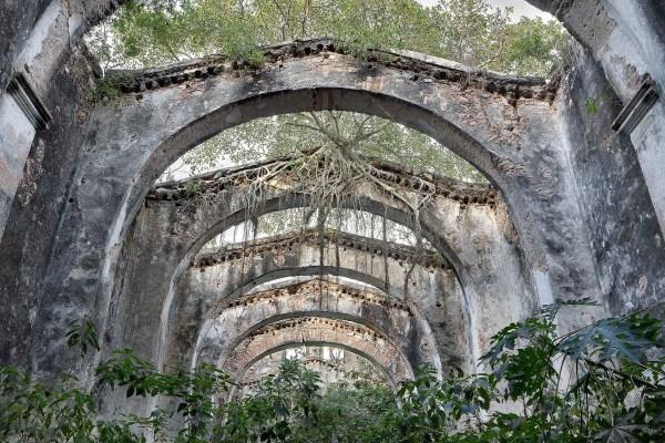 photo d'architecture abandonnée prise par julien cresp, photographe en roumanie