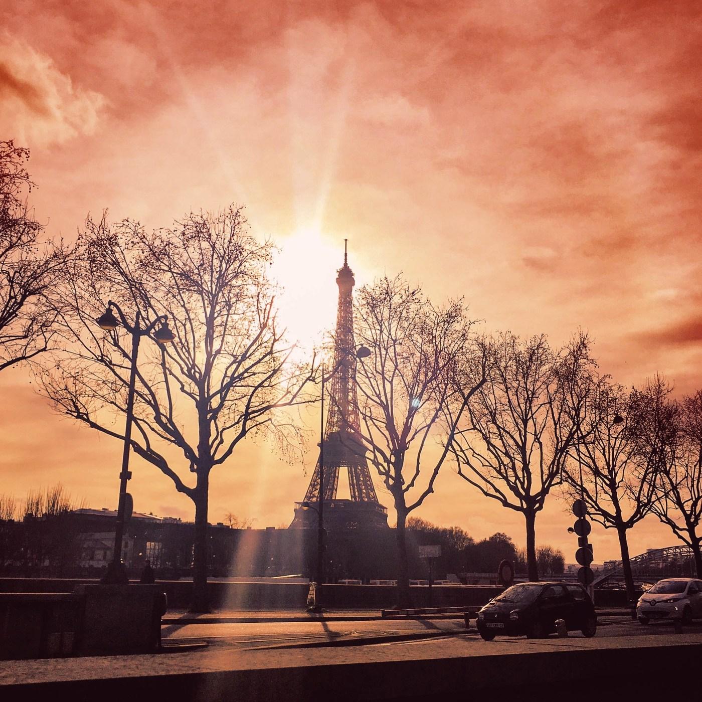 sunset-eiffel-tower-paris