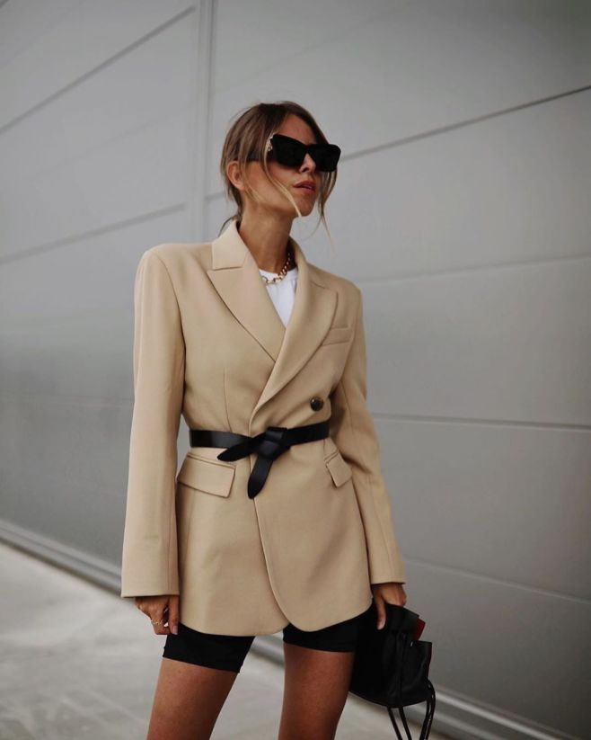 Beige blazer combineren outfit