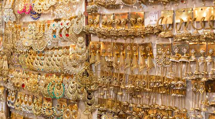 street shopping in Lucknow