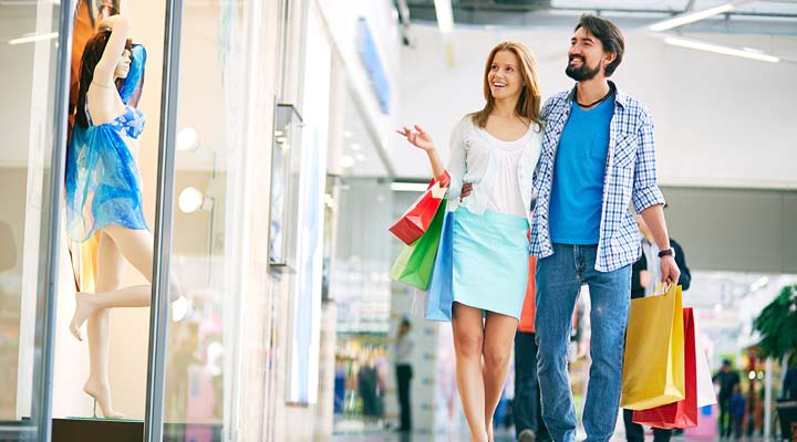 Do's and Don'ts while shopping with your boyfriend