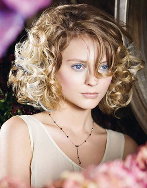 Beautiful Short Blonde Curly Hair For Round Faces