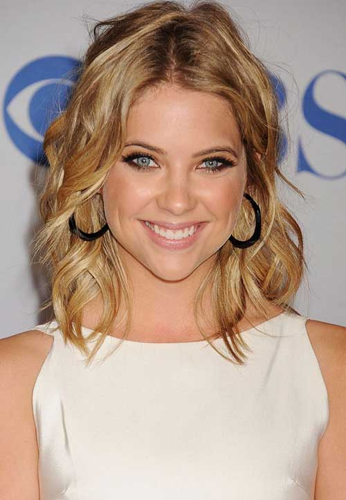 Ashley Benson Short Shoulder Length Thin Haircut