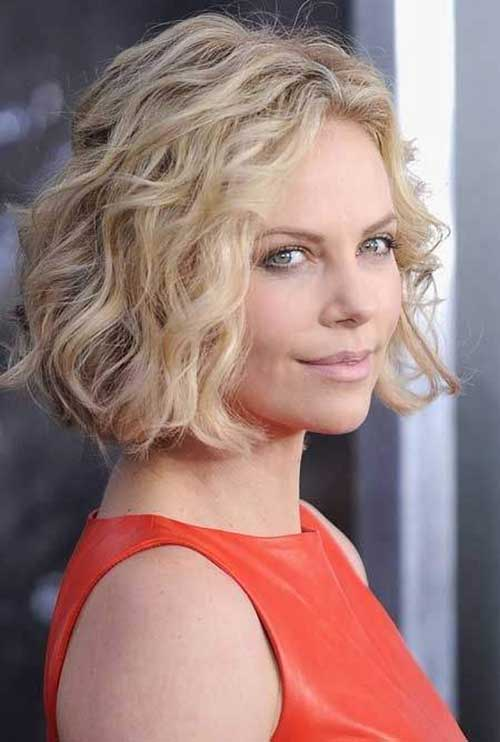 10 Short Wavy Hairstyles For Round Faces