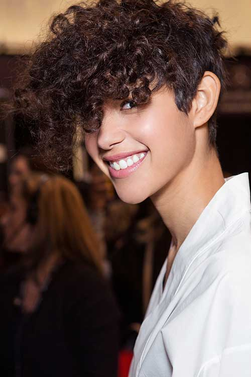 20 Curly Short Hairstyles For Pretty Ladies Crazyforus