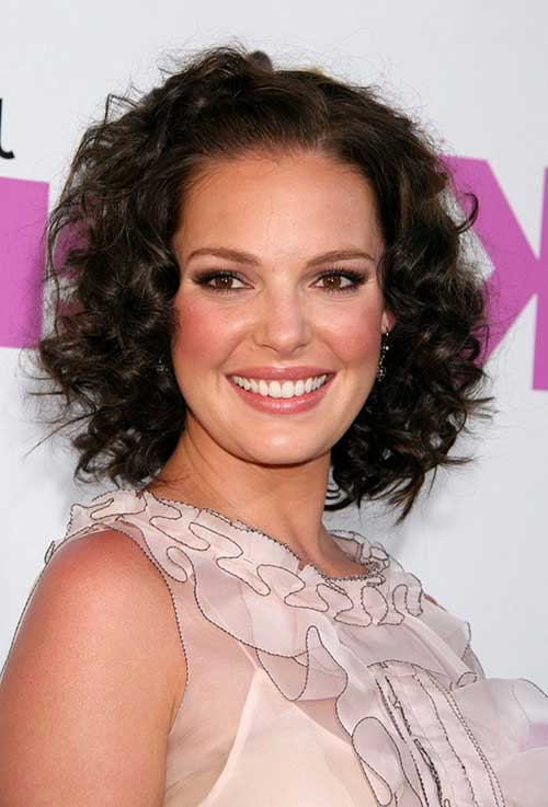 15 Short Curly Hair For Round Faces Short Curly Haircuts