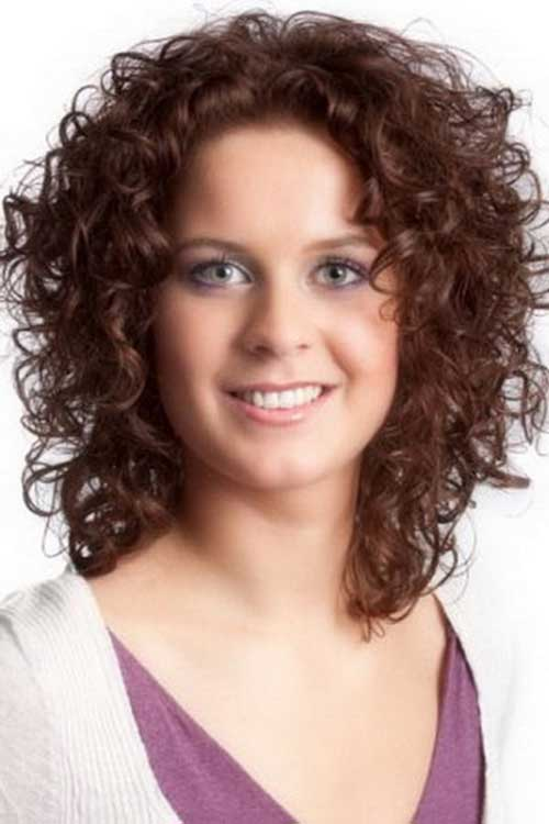 Short Curly Hair For Round Faces 11