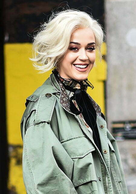 Short Blonde Platinum Style