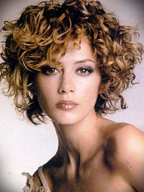 short-blonde-curly-hair-20