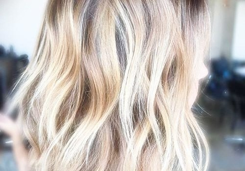+25 Best Short Hairstyles for Thick Wavy Hair - short hairstyles for thick wavy hair13