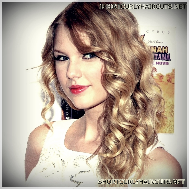 Best Haircuts for Women with Curly Hair  - best haircuts women with curly hair 27