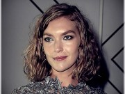 best haircuts for women with curly hair