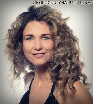 curly hairstyles women over 40 2 - The Different Curly Hairstyles for Women over 40