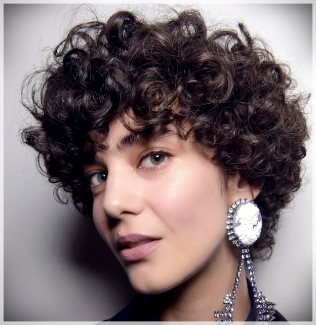 Curly Hair 2019: long and short cuts, the best hairstyles - curly hair 2019 14